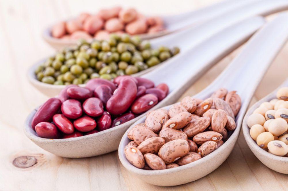 Фасоль. 21 г белка – в 100 г сухого продукта. Усваиваются обычно не все эти граммы, но если добавить к фасоли салаты со свежей зеленью, усвоение будет лучше.