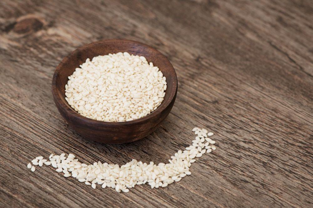 Кунжут. 19 г белка на 100 г семян. А еще кунжут — отличный источник кальция.
