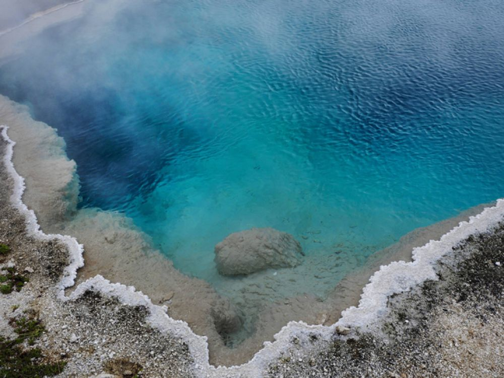 Геотермальный источник.