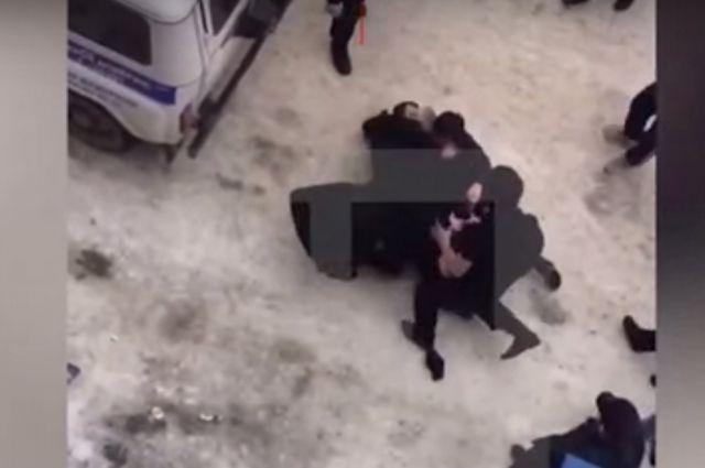 ВДагестане работники милиции устроили драку с здешними жителями
