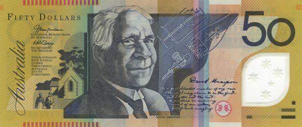 Австралийские доллары защитили от подделок, переведя их выпуск с бумажной на полимерную основу. К тому же пластиковые деньги оказались очень долговечными: в рамках эксперимента купюры кипятили, стирали в кипятке, закапывали в землю на несколько месяцев. Банкноты выдержали все испытания.
