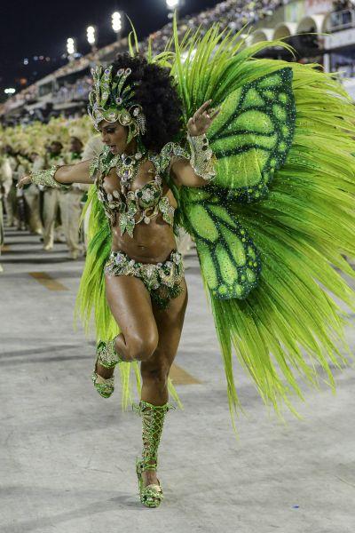 Видим на фото, что девушка в образе бабочки смотрится очень сексуально