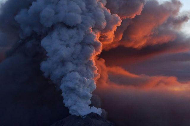 Извержение Этны не представляет угрозы ни для людей, ни для материальных объектов.
