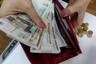 Общая сумма не выданной заработной платы, поступившая на исполнение к судебным приставам, исчислялась миллионами рублей.