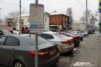 По мнению чиновников, дефицита в желающих оставить машину на платной парковке быть не должно.