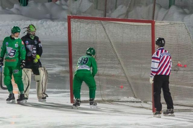 Олег Пивоваров №99 - лучший «нападающий» матча.