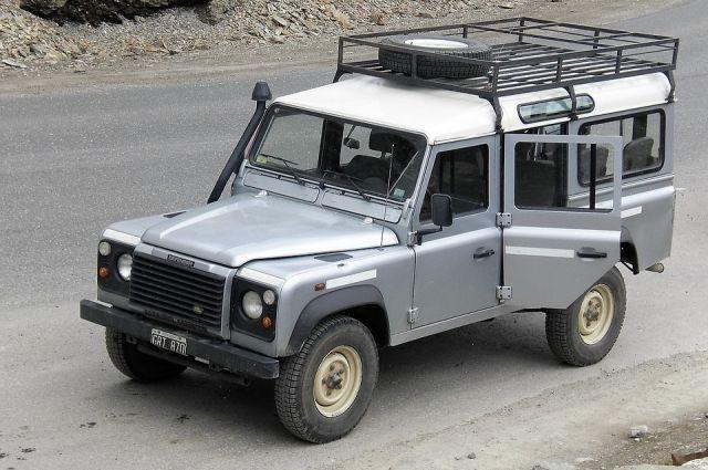 Использование автобагажников на крышу неоспоримо имеет ряд своих плюсов и минусов.