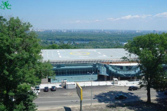 ВКиеве вЯнуковичевом комплексе свертолетной площадкой обнаружили финансовую документацию