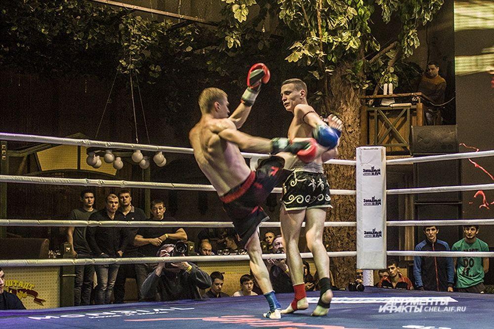 Зрелищный поединок – три нокдауна. Автором первых двух стал Иванов, а третий нокдаун, напротив, нанес соперник Роман Скиртин.