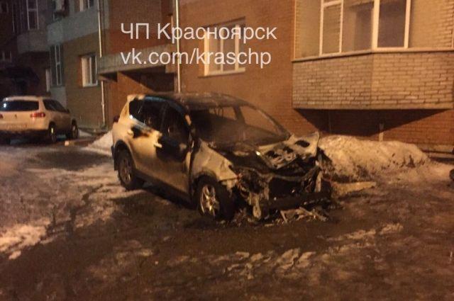 Автомобиль полностью выгорел, нанесённый владельцу ущерб составил более 1 млн рублей.