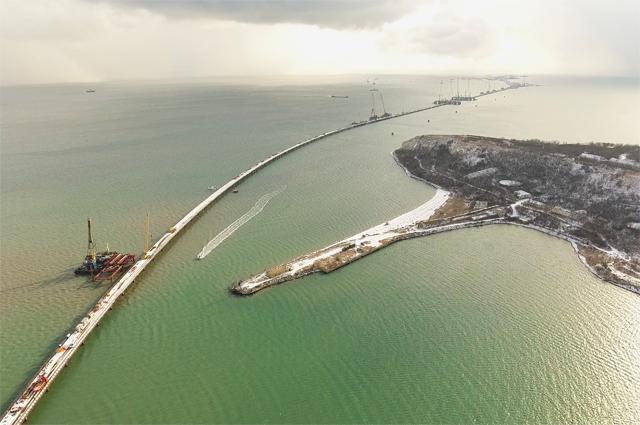 Строительство Керченского моста профинансировано неменее чем наполовину