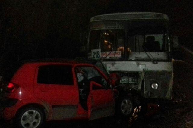 Встолкновении 2-х маршруток пострадал пассажир