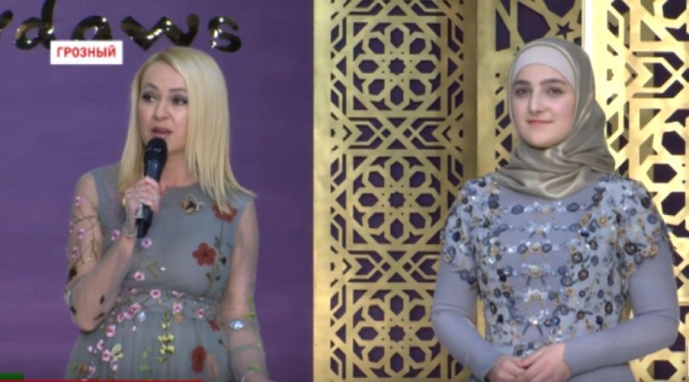 Яна Рудковская выступила организатором шоу. Ей помогала дизайнер Лидия Симонова.