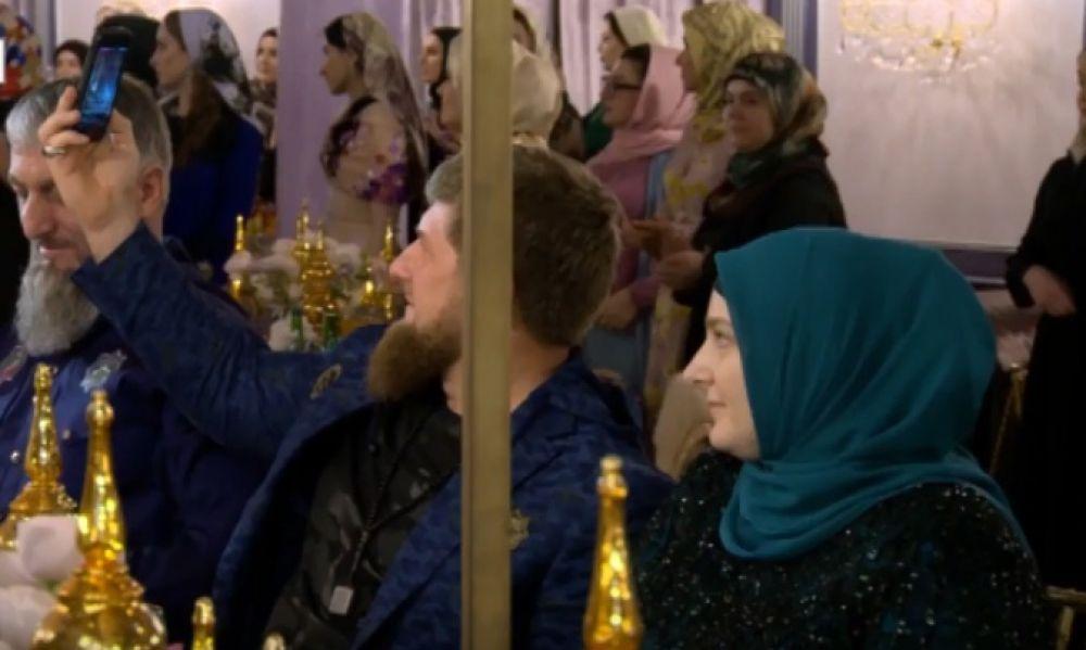 Главным своим вдохновителем и помощником Айшат Кадырова назвала свою маму - Медни Кадырову.