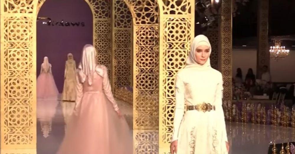 Презентация первой коллекции женской одежды Айшат прошла в Гранд-Холле Firdaws в Грозном.