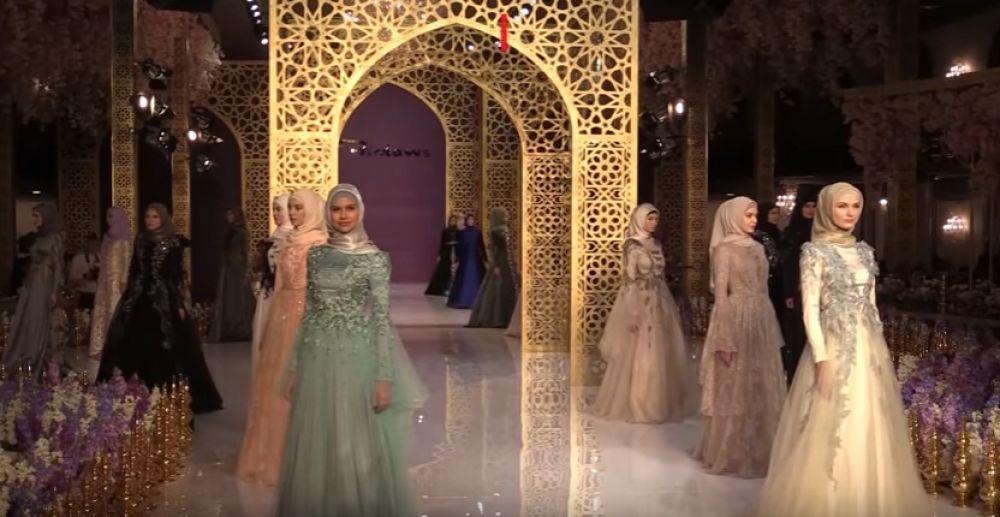Коллекция женской одежды выполнена в этно-стиле.