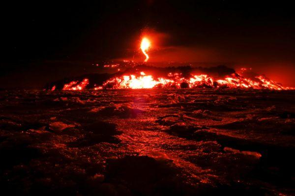 Местные жители называют Этну «дружелюбным вулканом». Несмотря на то, что примерно раз в 150 лет извержение разрушает какой-либо посёлок, это не останавливает сицилийцев, и они продолжают густо населять склоны.