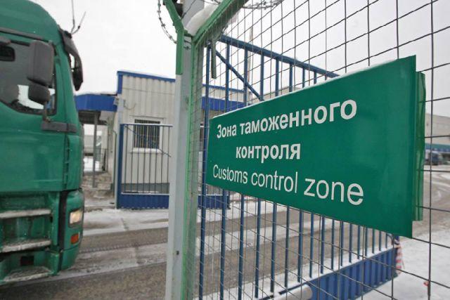 На калининградской таможне задержали при попытке дать взятку белоруса.
