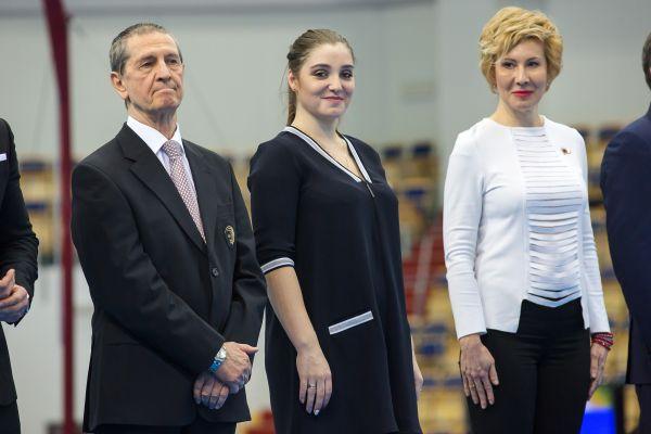Алия Мустафина после окончания соревнований устроит автограф-сессию с поклонниками.