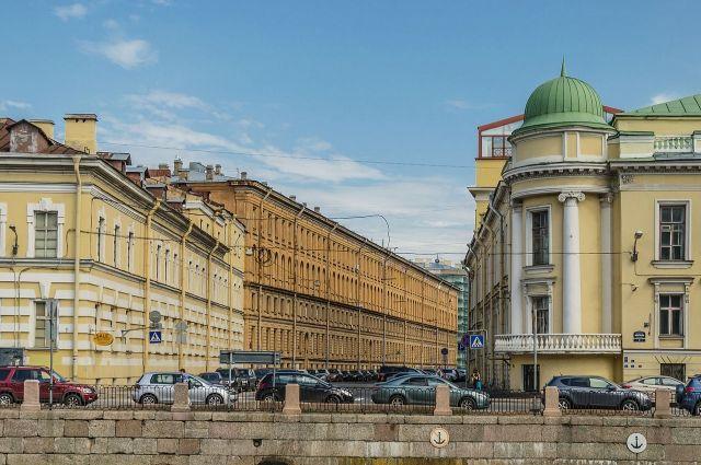 Улица Чайковского в Санкт-Петербурге. Вид с набережной реки Фонтанки.