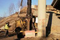 Начаты работы по демонтажу пролетных балок и  усиление бурофундаментов (столбов) правой стороны путепровода.