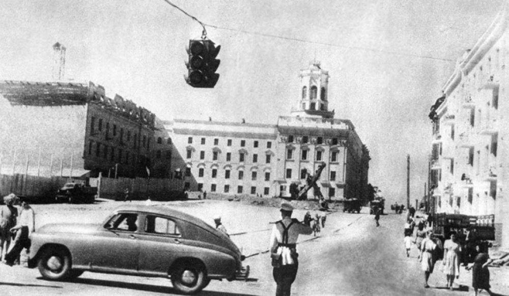 Новые дома на Комсомольской улице города Минска, возведённые после Великой Отечественной войны, 1947 год.