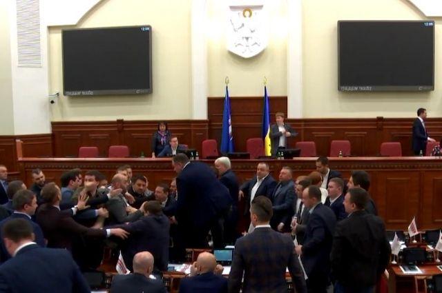 Народные избранники Киевсовета подрались из-за Кличко 02марта 2017 14:28