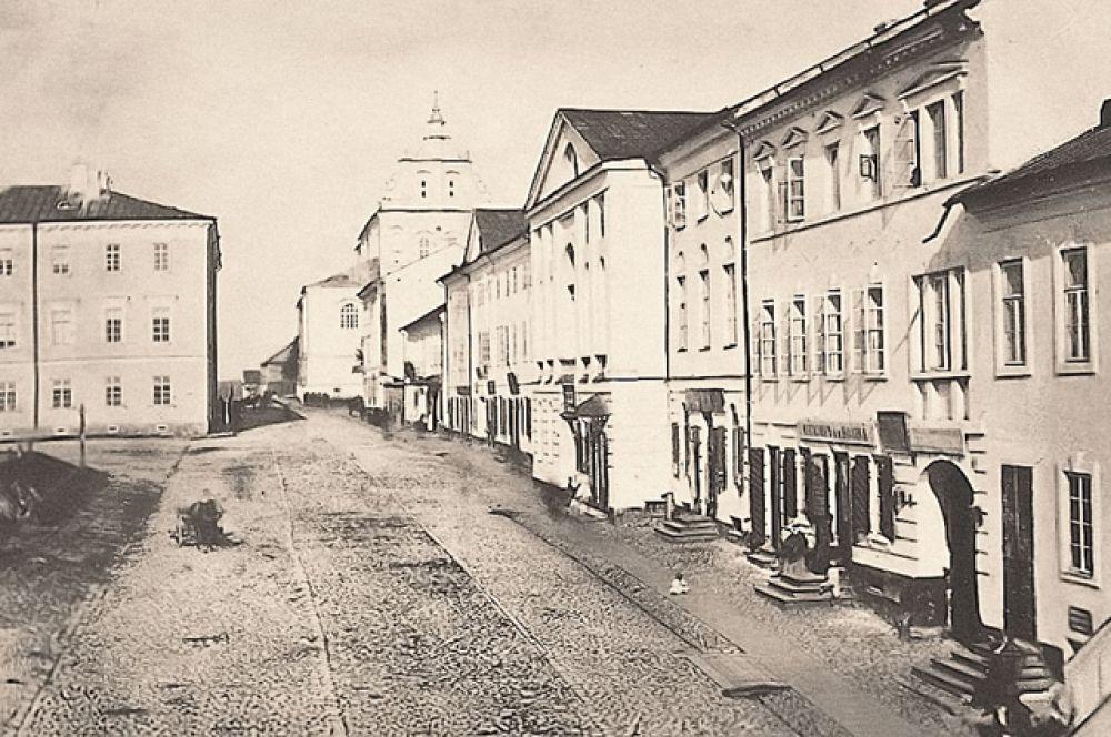 Улица Волоцкого, вдали виден костёл Святого Фомы Аквинского, 1865 год.