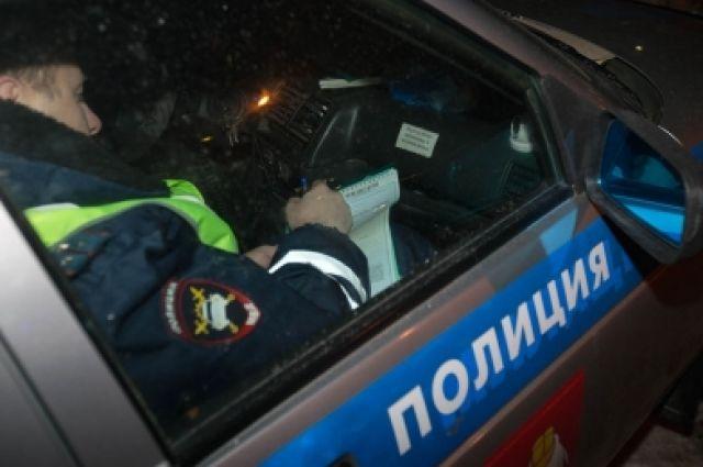 Автомобиль милиции врезался вМерседес вЧелябинске ФОТО