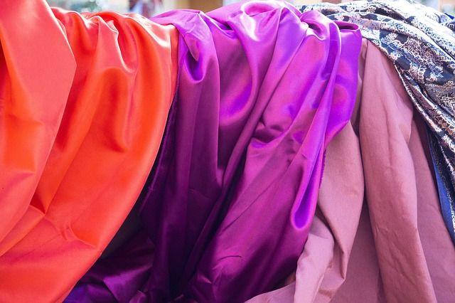 В Орске разыскивается девушка, которая украла одежду из магазина
