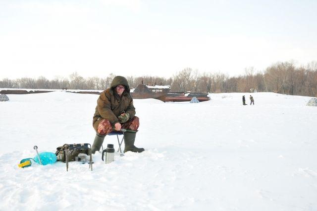 Омичи собираются рыбачить до апреля.