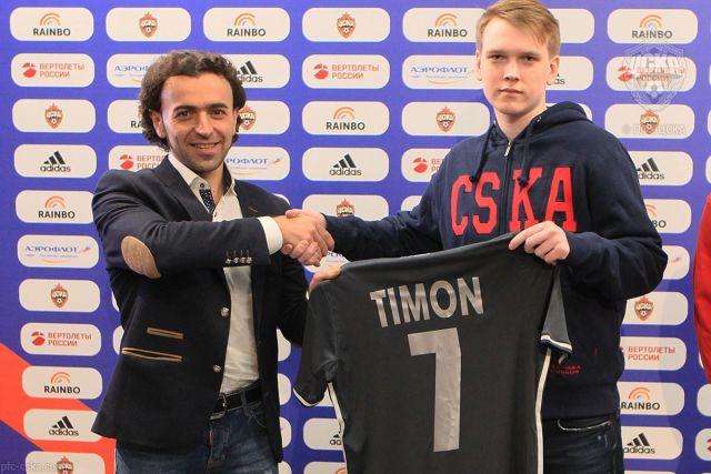 Андрею Гурьеву (на фото справа) нет равных в российском киберфутболе.