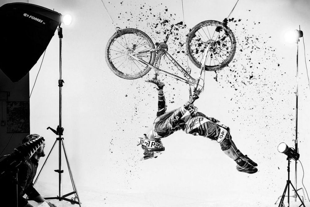 Шикарное постановочное фото с велосипедистом стало лучшим в категории «Новая креативность» в 2013 году