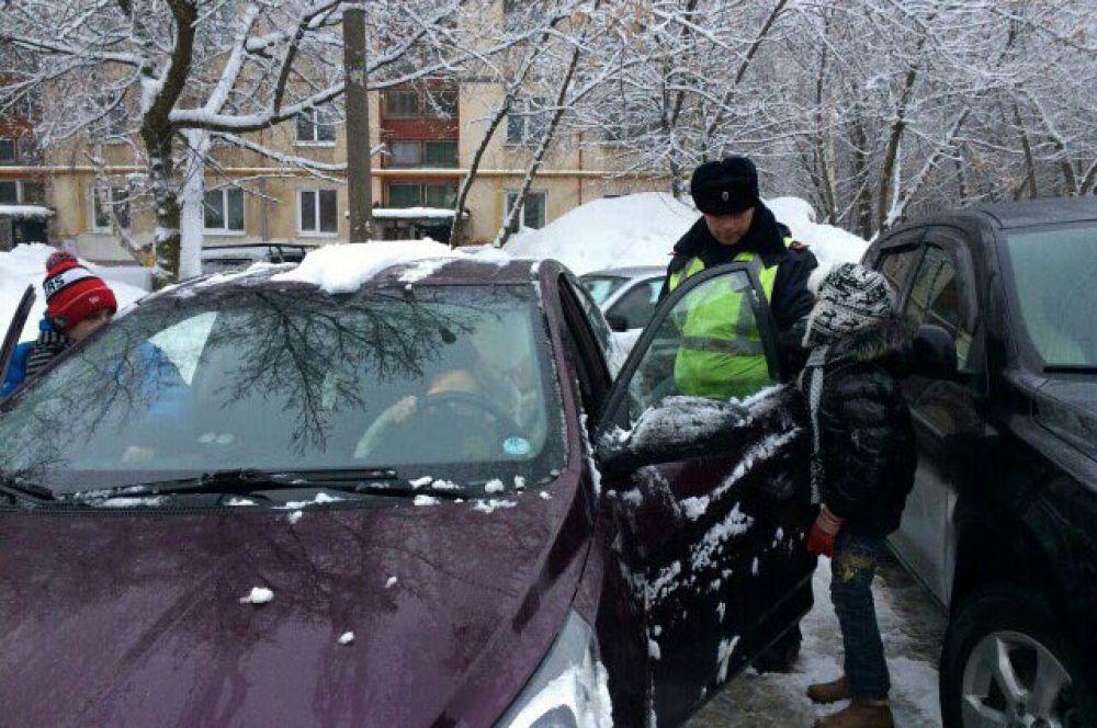В Кировском районе города Самара прошел рейд Госавтоинспекции Самары по соблюдению водителями правил перевозки детей в автомобилях.