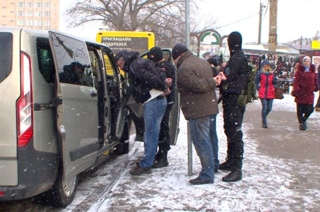 Наплощади Желябова вСмоленске задержали троих рэкетиров