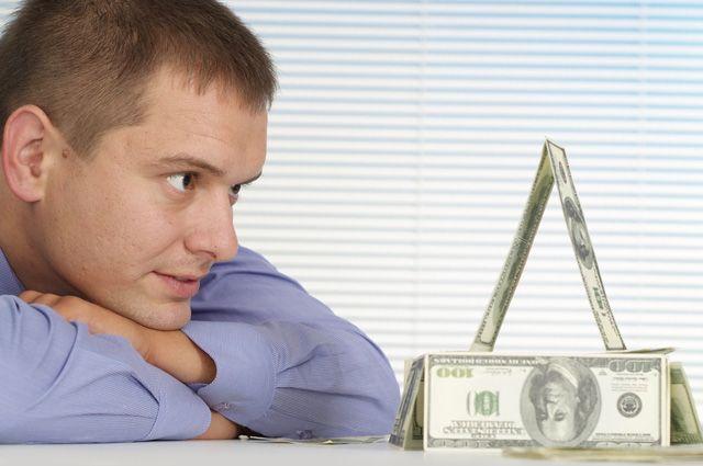Вынуть деньги из-под «пирамиды». Как спасти свои вклады?