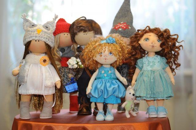 Вот такие удивительные куклы создают сотрудники завода.