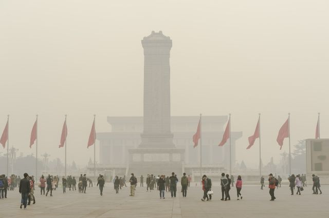 Премьер Китая обещает вернуть чистое небо, освободившись отсмога