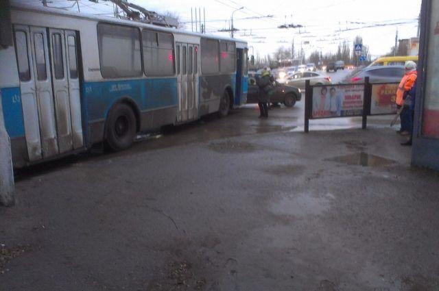 Поклонника «Спартака» сбил троллейбус вКраснодаре