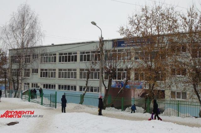 После похищения ученицы руководство школы просит родителей встречать своих детей.