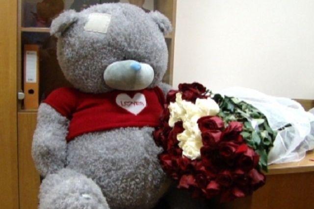 Спетербургской автозаправки украли медведя за2 тысячи руб.