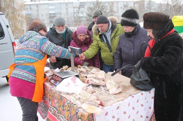 На ярмарке представлен широкий ассортимент продовольственных товаров
