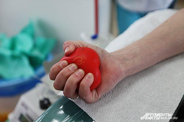 Каждый день больше сотни людей приходят в Центр крови на Серафимовича