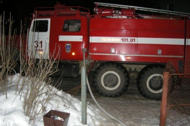 Девять пожарных тушили иномарку вТуле