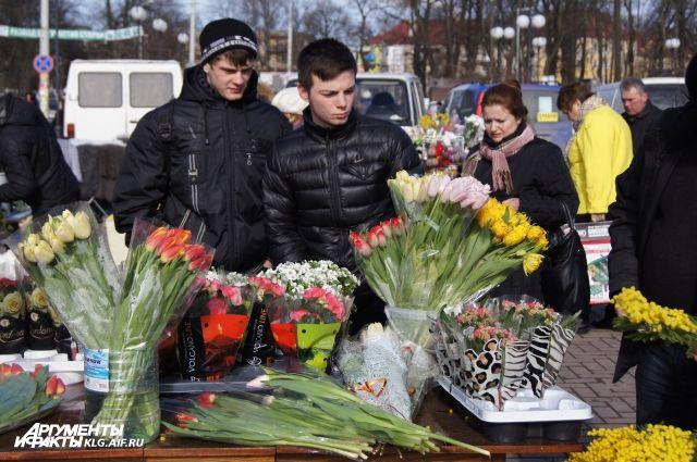 Около 1 тыс точек торговли цветами откроют вПодмосковье к8марта