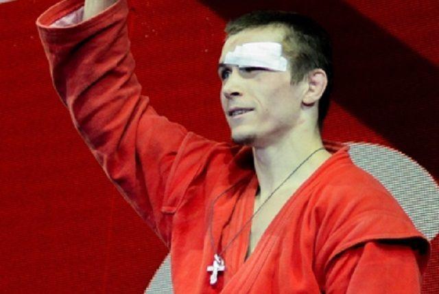 На чемпионате страны спортсмен, ныне выступающий за Свердловскую область, провел пять поединков и во всех одержал победу.