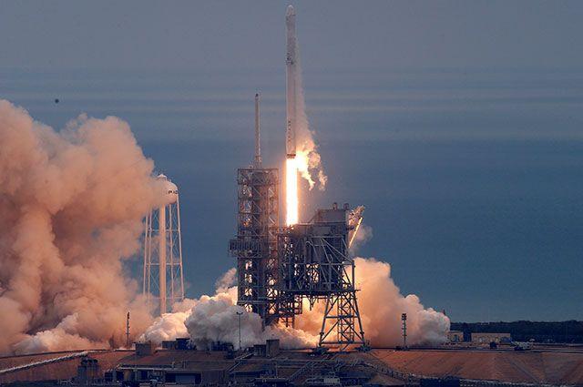 Запуск ракеты Falcon 9 компании SpaceX.