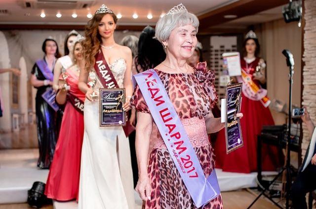 Самой возрастной участнице конкурса «Леди Шарм 2017» - Виолетте Григорьевне Краюхиной, 80 лет