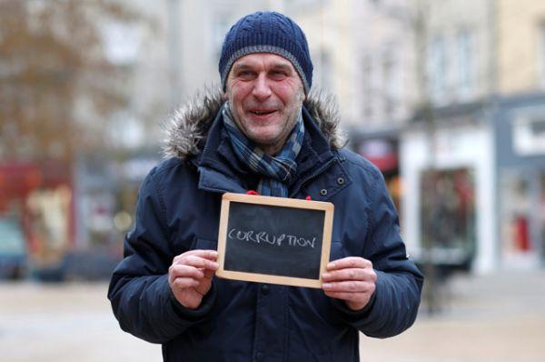 Бруно Саваж, 52, безработный: «Коррупция. Политики дают нам уроки, но они бы лучше посмотрели на себя в зеркало».