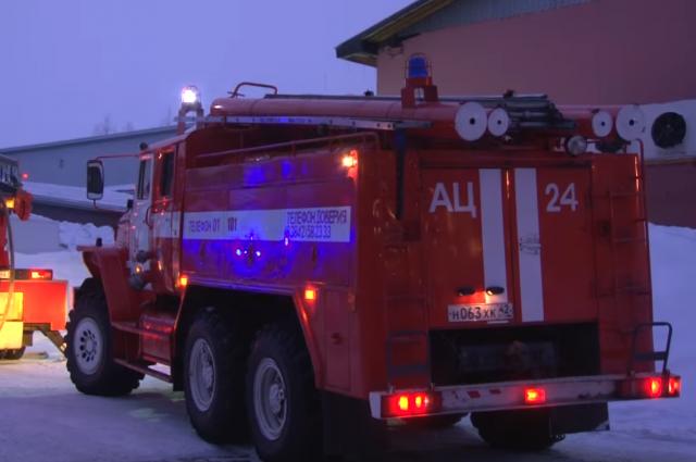 Пожарные спасли десятки людей изгорящей многоэтажки в столице
